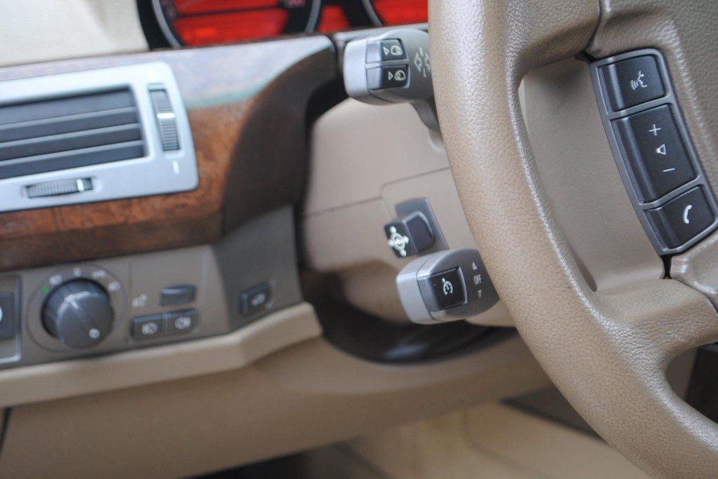BMW 735i V12