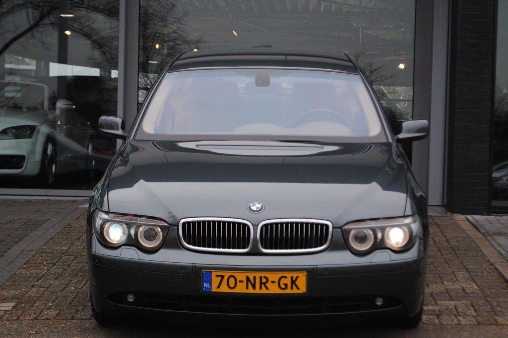 BMW 735i V2