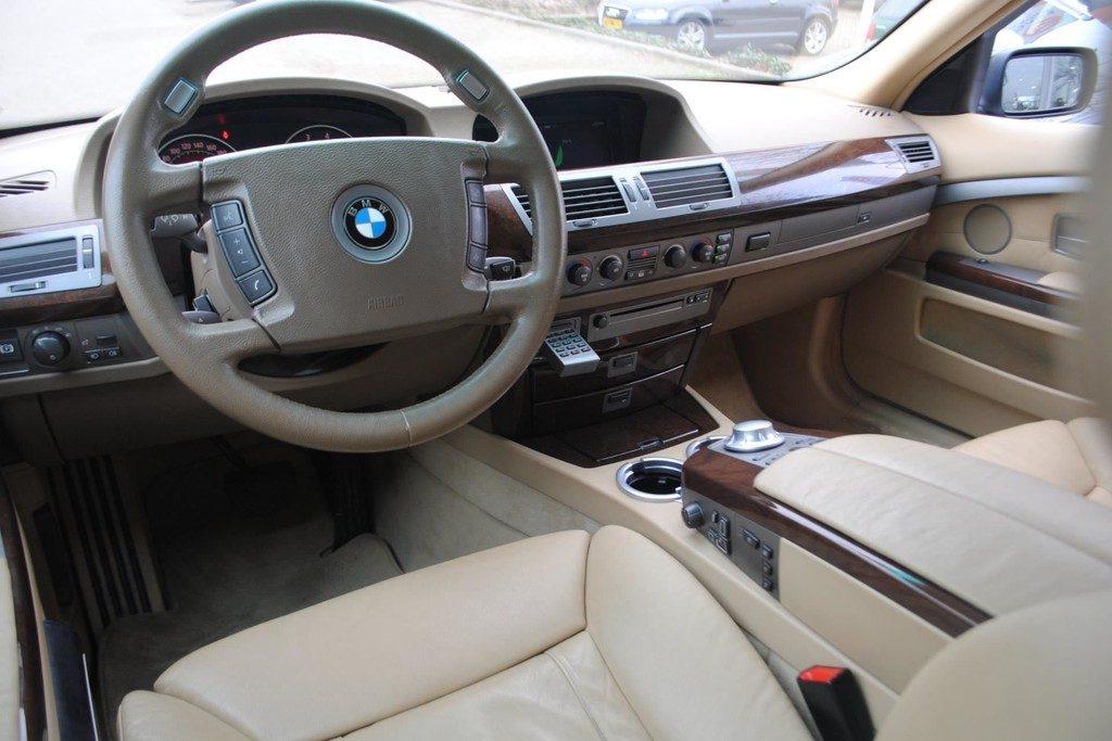 BMW 735i V5