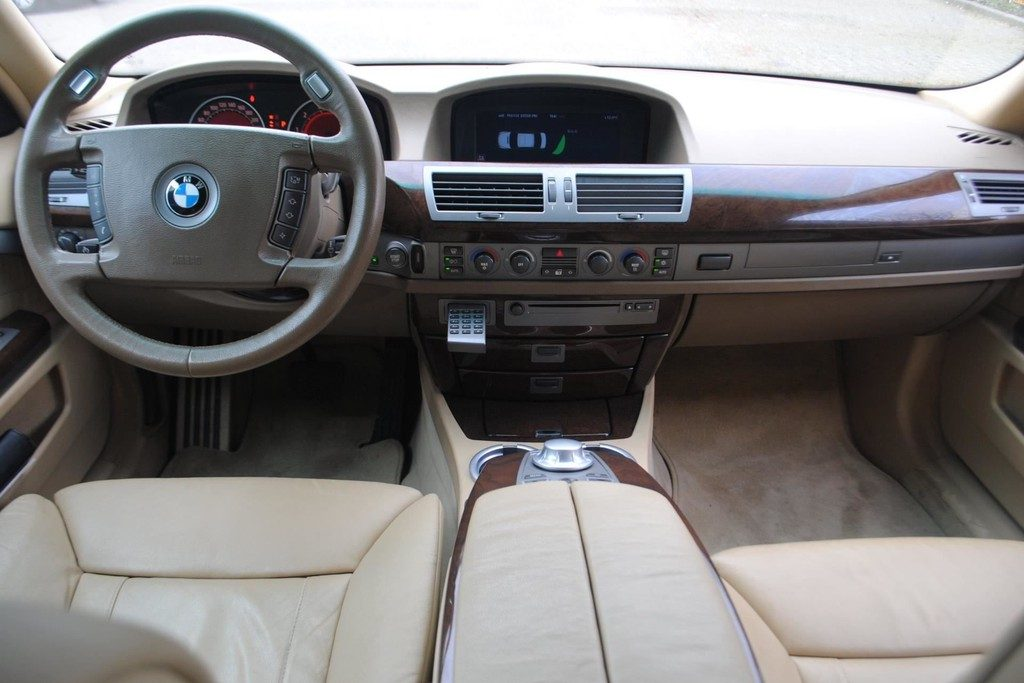 BMW 735i V6