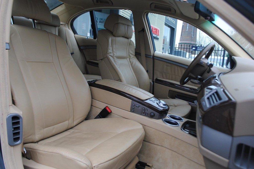 BMW 735i V9