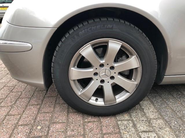 Mercedes E240 v8